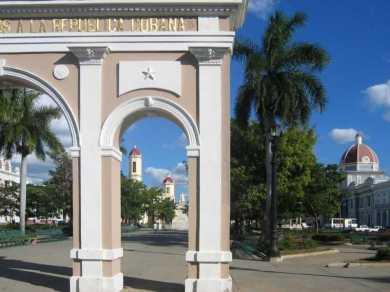Arco de los Trabajadores, en el Parque Martí, en Cienfuegos
